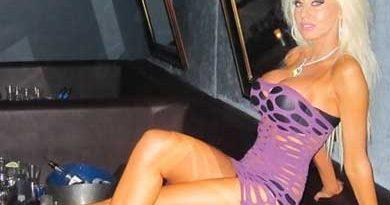 seksi zgodna plavuša za hotline
